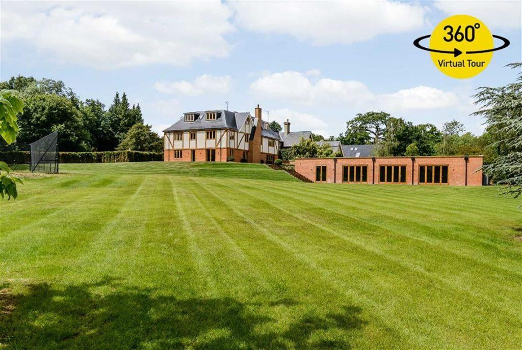 Woodfield Lane, Brookmans Park, Hertfordshire