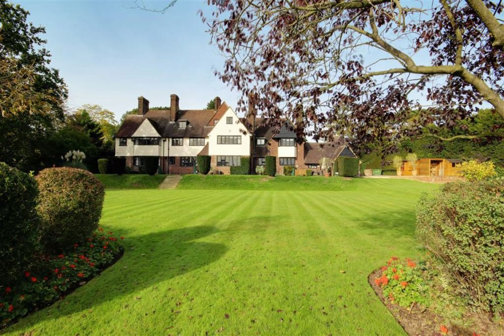 Yewlands, Hoddesdon, Hertfordshire