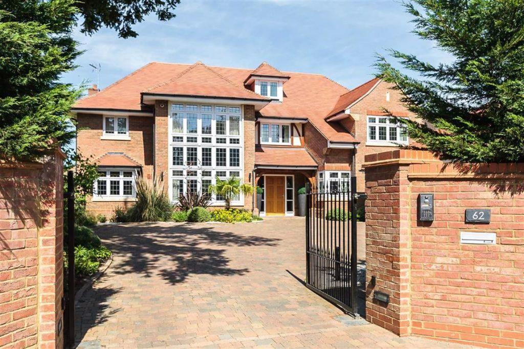 Aldenham Avenue, Radlett, Hertfordshire