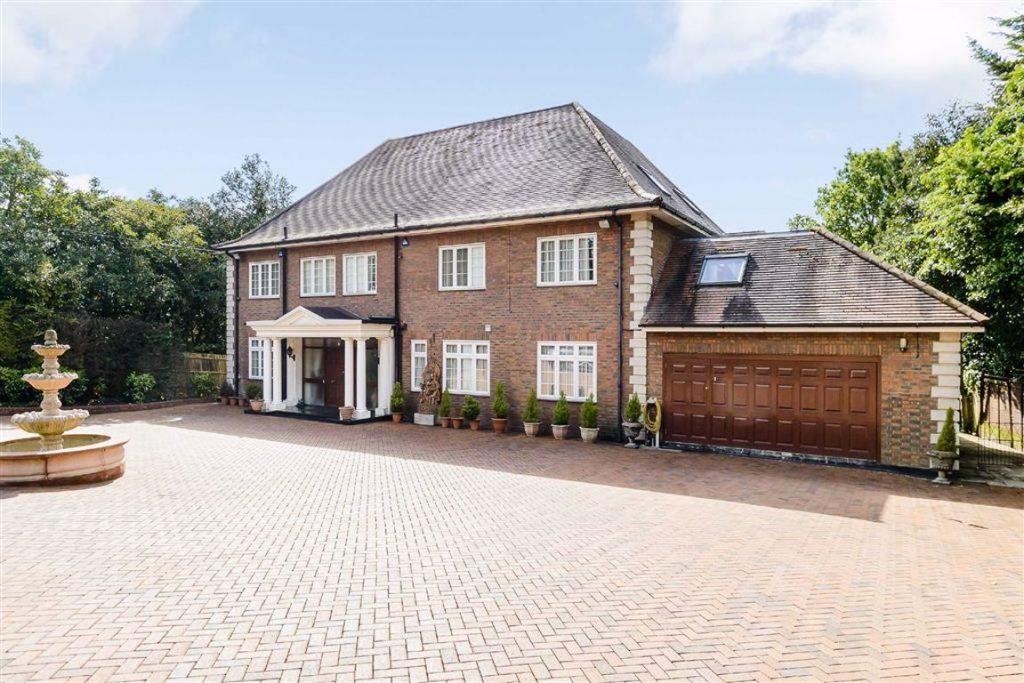 Barnet Road, Arkley, Hertfordshire