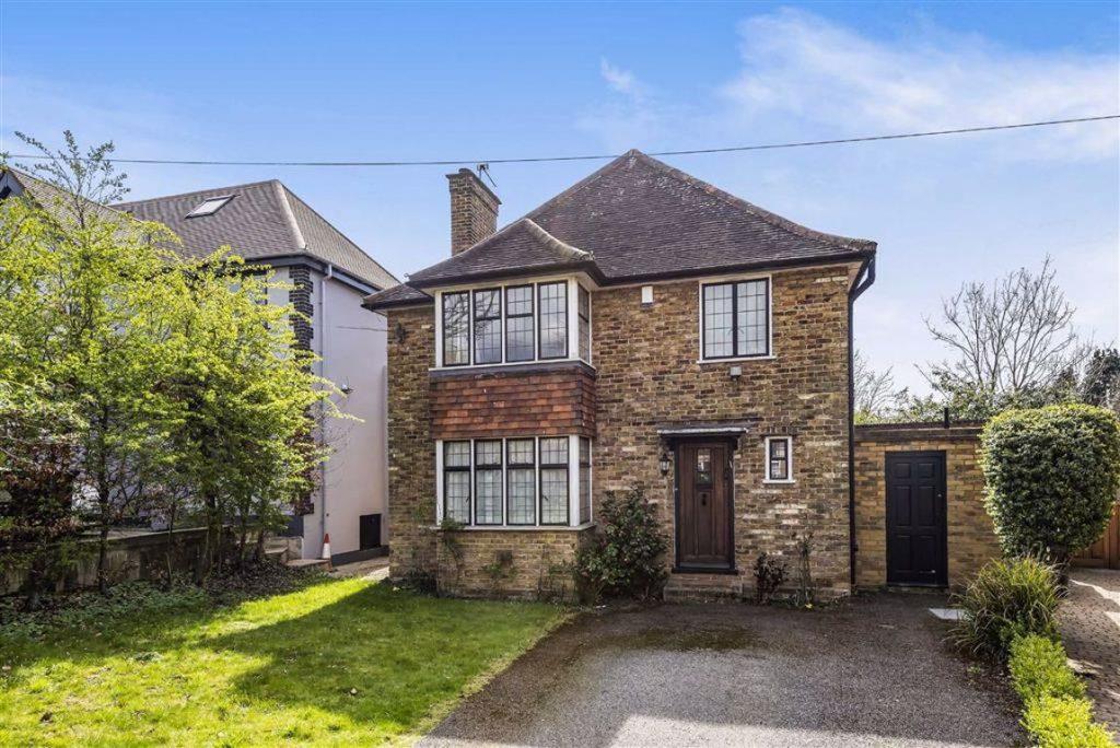 Oakridge Avenue, Radlett, Hertfordshire